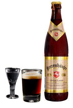 Herrenhäuser Lüttje Lagen - Ein Bier, das es nur aus Hannover gibt und seinen Ursprung auf dem Schützenfest hat. Lüttje Lage ist ein obergäriges Schankbier, das zusammen mit einem leichten Korn aus »Stamper und Uhle« getrunken wird … dazu braucht's natürlich die richtige Technik und Fingerfertigkeit.  Geschickt kombiniert.