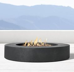 29 Outdoor Fire Pit Ideas That Are Lit - The modern, propane-powered Topanga fire table by RH is made from lightweight, weather-resistant fi - Garden Fire Pit, Diy Fire Pit, Fire Pit Backyard, Backyard Bbq, Architectural Digest, Fire Pit Gallery, Round Fire Pit, Round Propane Fire Pit, Cool Fire Pits