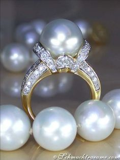 pearls.quenalbertini: Yellow Gold, Pearl and Diamond Ring