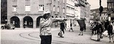 Aus dem Fotoalbum holte Familie Dallmann dieses alte Foto von Ilse Peters, wie sie in den 1950-er Jahren am Kupferhütchen Foto: Dallmann Jena, Street View, Weimar, Police Officer, Erfurt, Vintage Photos, Photograph Album, Life