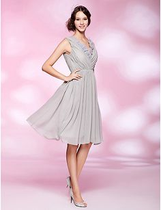 A-line V-neck Knee-length Chiffon Cocktail Dress - USD $ 129.99 - Free shipping for all