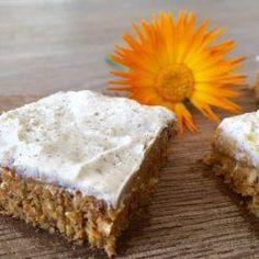Da jeg i sidste uge kreerede denne simple - men fåååårk, hvor smager den bare… Raw Cake, Vegan Cake, Food Crush, Gluten Free Cakes, Dessert Recipes, Desserts, Carrot Cake, Low Carb Recipes, Sweet Tooth