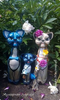 what if i made these and painted them just like the aristocat family! dutchess, berlioz, tulouse, marie, and thomas o'malley! and put them in my yard. so STINKING cute!!!
