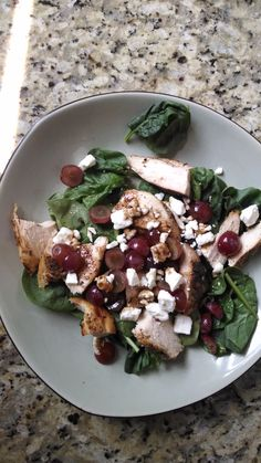 21 Day Fix Lunch - Salad with grilled chicken, grapes and feta red, 1 green, 1 purple, 1 blue) Salad Recipes 21 Day Fix, Salad Recipes For Dinner, Healthy Recipes, Easy Recipes, Advocare Recipes, Healthy Options, Lunch Recipes, 21 Day Fix Diet, 21 Day Fix Meal Plan