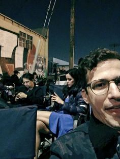 """""""andy with alison brie, melissa and lin-manuel miranda on the set of 💖"""" Andy Samberg, Brooklyn 99 Cast, Brooklyn Night, Brooklyn Nine Nine Funny, Por Tras Das Cameras, Jake And Amy, Jake Peralta, Parks N Rec, Lin Manuel Miranda"""