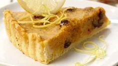 Gresskarpai - perfekt bruksområde for fruktkjøtt fra uthulet gresskar. Hummus, Baked Potato, Baking, Ethnic Recipes, Desserts, Food, Halloween, Pai, Tailgate Desserts