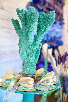 Festa Sereia da Bruna Little Mermaid Parties, The Little Mermaid, Sirenita Cake, Otter Birthday, Mermaid Pool, Sea Cakes, Bday Girl, Under The Sea Party, Mermaid Birthday