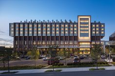 The Christ Hospital Joint and Spine Center / SOM