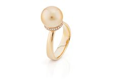 Golden South Sea Pearl From the Philippines Surrounded by pave diamonds al set in a 18kt gold ring from the Daniel Moesker Pearls Collection