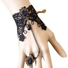 Pulsera Brazalete con Anillo Original pulsera de encaje con cadena y anillo. Color: Negro con detalles en color oro envejecido.