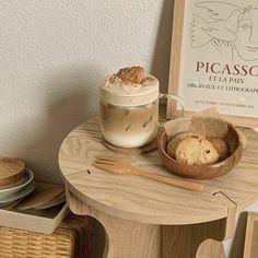Cream Aesthetic, Aesthetic Coffee, Brown Aesthetic, Aesthetic Food, Aesthetic Photo, Cafe Rico, Good Food, Yummy Food, Think Food