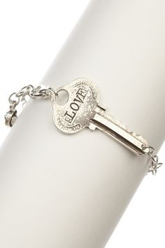 key bracelet. love this idea. Any ideas on how id go about making it