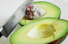 Nunca mais coloque o caroço do abacate no lixo! Nem imagina do que ele é capaz!