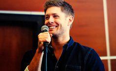 gorgeous smiling Jensen at J2 Breakfast Panel VanCon 2013