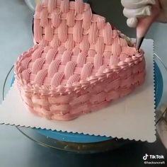 Heart Shaped Birthday Cake, Heart Shaped Cakes, Heart Cakes, Cake Decorating Designs, Cake Decorating Videos, Heart Shape Cake Design, Simple Birthday Cake Designs, Picnic Cake, Alphabet Cake