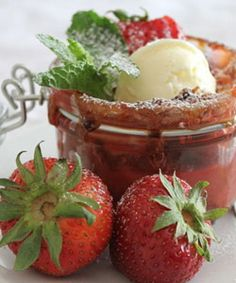 Crisp with rhubarb and strawberries