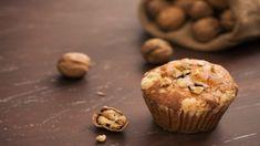 Almás süti fahéjjal és dióval, ráadásul muffin formába öntve. Egy őrülten finom és tipikusan őszi alapanyagokból készült finomság, kár lenne kihagyni, hiszen amellett, hogy mindenki kedvence, igazán könnyen elkészíthető. Muffin, Cookies, Chocolate, Baking, Breakfast, Food, Crack Crackers, Morning Coffee, Biscuits