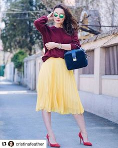 Let's introduce @cristinafeather! She is absolutely lovely! If you want some fashion tips, follower her! She is wearing our pretty bag SABA. 💕