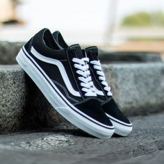 Vans Trainers Mens Old Skool Black White Canvas - check them out on our website now. - Vans Trainers Men's Old Skool Black White Canvas - Landau Store Sneakers Mode, Suede Sneakers, Vans Sneakers, Sneakers Fashion, Converse, Black Sneakers, Old Skool Black, Vans Old Skool, Old School Vans