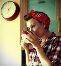 Cute 50s girl taking a coffee break. Red Bandana, Bandana Updo, Bandana Hairstyles, Cute Hairstyles, Bandana Ideas, Bandana Girl, Grease Hairstyles, Summer Hairstyles, 1950s Hairstyles