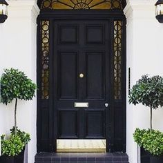 Black doors are the best #blackisback #whatanentrance #elegantentry #charcoal #colour #detail #edgy #inspiration #designporn #photooftheday #sohointeriors #sohointeriorstwitter