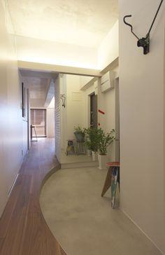 個性的な玄関のインテリア、ディスプレイ実例集 | SUVACO(スバコ) House Design, Diy Interior, House Styles, House Plans, House Interior, House Rooms, Home, House Entrance, Interior Display