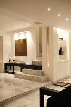 La manera armoniosa de integrar un mueble a un punto fijo como la escalera!!!!!