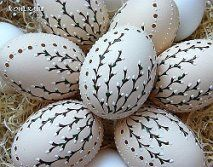 Ideas for Easter eggs: decoupage, watercolors, ombre, speckled and many more - Gabriele Home - Home Design Jet Easter Egg Designs, Ukrainian Easter Eggs, Easter Egg Crafts, Easter Decor, Easter Ideas, Egg Art, Egg Decorating, Holiday Crafts, Decoupage