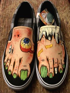 Handpainted Flesh-tone Zombie Shoes VANS by WalkingDeadApparel Custom Vans Shoes, Custom Painted Shoes, Hand Painted Shoes, Custom Converse, Maquillage Phosphorescent, Crazy Shoes, Me Too Shoes, Painted Sneakers, Painted Clothes