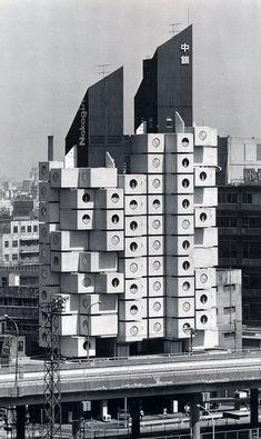 Kurokawa per Metabolism, Nakagin capsule tower, 1972 Tokyo Atelier Architecture, Tokyo Architecture, Architecture Design, Gothic Architecture, Amazing Architecture, Interesting Buildings, Amazing Buildings, Modern Buildings, Kisho Kurokawa