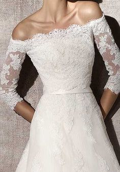 Love the top how the lace goes straight across w/ three quarter inch sleeves