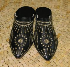 Moroccan Black Hand Stitched Leather slippers by LeMarrakechStore