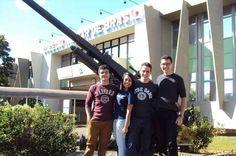 Quatro alunos de escola pública de Brasília são aprovados em Harvard e outras universidades americanas - http://noticiasembrasilia.com.br/noticias-distrito-federal-cidade-brasilia/2015/07/04/quatro-alunos-de-escola-publica-de-brasilia-sao-aprovados-em-harvard-e-outras-universidades-americanas/
