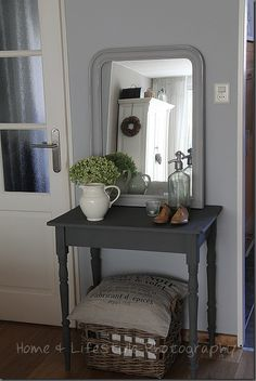Side table update- paint grey and add new legs Upcycled Furniture, Painted Furniture, Living Spaces, Living Room, Home And Deco, French Country Decorating, Bedroom Colors, Decoration, Home Accessories