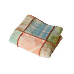 Handmade retro plaid made of woolen blankets - made by Hebben&Houden Recycled Blankets, Recycled Sweaters, Granny Square Quilt, Camping Blanket, Textiles, Plaid Blanket, Wool Felt, Sewing Projects, Quilts