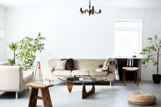Dare to Bare: 8 Rooms with Empty Walls (and Why They Work)