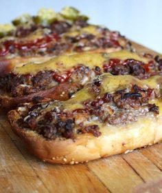 Burgers Long Boy Burgers - Step up your burger game with this recipe, and never go back to plain old burgers again.Long Boy Burgers - Step up your burger game with this recipe, and never go back to plain old burgers again. Boys Burgers, My Burger, Oven Burgers, Baked Burgers, Meatloaf Burgers, Pizza Burgers, Gourmet Burgers, Burritos, Pain Pizza