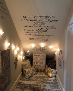 Prayer Corner, Prayer Wall, Prayer Room, Corner Reading Nooks, Prayer Closet, Prayer And Fasting, Christian Prayers, Room Closet, Scripture Study