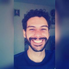 """O sorriso que ofereces a ti voltará outra vez."" #bomdia #me #smile #happy #sorria #picoftheday #instaboy #instafollow #follow #boy by heisadriano http://ift.tt/1WOhu1f"