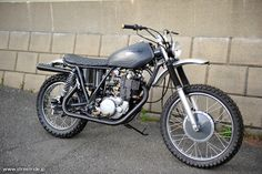 YAMAHA SR400 - SMOKY MOTOR CYCLE
