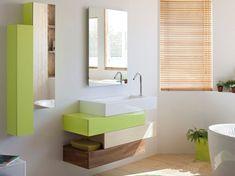 wandmontierter Waschbecken mit Unterschrank in grün und holz