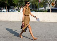 On the Street Giovanna Battaglia ….Before Alexander Wang, New York « The Sartorialist The Sartorialist, Italian Women Style, Italian Fashion, La Fashion Week, Fashion Editor, Ny Fashion, Fashion Details, Street Fashion, Womens Fashion