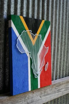 Flag Love // Reclaimed Wood Nail and String Art Tribute With Painted Flag Background South Africa Diy Photo, South African Flag, Wood Nails, Nail String Art, Flag Background, Prego, Africa Map, Arts And Crafts, Diy Crafts