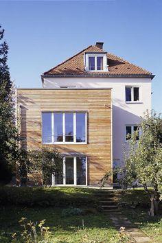 Zweistöckiger Holzanbau | ROOMIDO.com