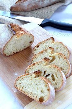 Un pane di semola con lievito madre velocissimo da fare dalla crosta croccante e la mollica soffice, e dal profumo tipico del pane di grano duro. Da provare