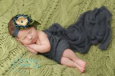 Newborn (Blueberry Beignet Photography)
