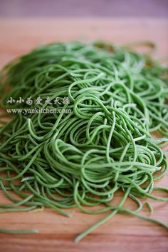 Spinach Noodles — Yankitchen Spinach Noodles, Pasta Noodles, Spinach Juice, Frozen Spinach, Chinese, Ethnic Recipes, Macaroni