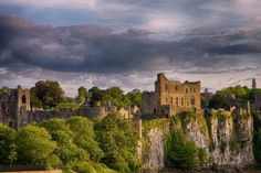 Chepstow 33 Welsh castles that are pretty much the best thing history ever did - Wales Online Welsh Castles, Castles In Wales, Castles In England, Castle Doors, Castle Ruins, Medieval Castle, Fairytale Castle, Places To See, Hogwarts