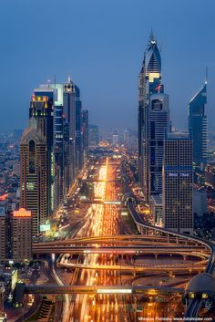 Sheikh Zayed Road - Dubai I've never seen such a huge waste of money Dubai Architecture, Amazing Architecture, Modern Architecture, Beautiful World, Beautiful Places, Amazing Places, Abou Dabi, Places To Travel, Places To Visit
