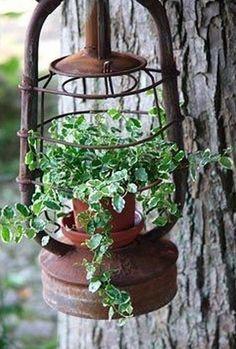 Vintage garden design is a growing trend for outdoor living spaces. We present you vintage garden decor ideas for your garden improvement. Garden Yard Ideas, Garden Crafts, Garden Projects, Garden Landscaping, Garden Decorations, Patio Ideas, Outdoor Ideas, Garden Junk, Rustic Landscaping